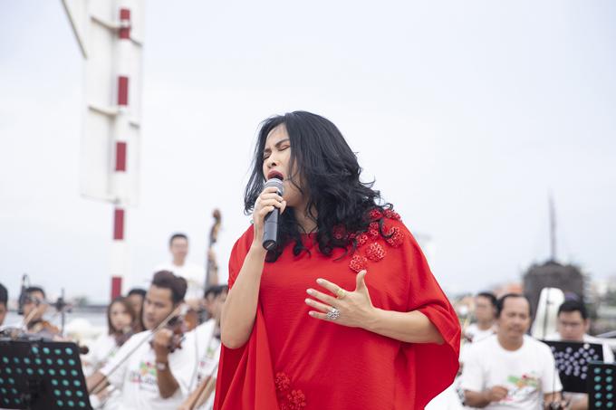 Thanh Lam hát sung trên bến Bạch Đằng - 4