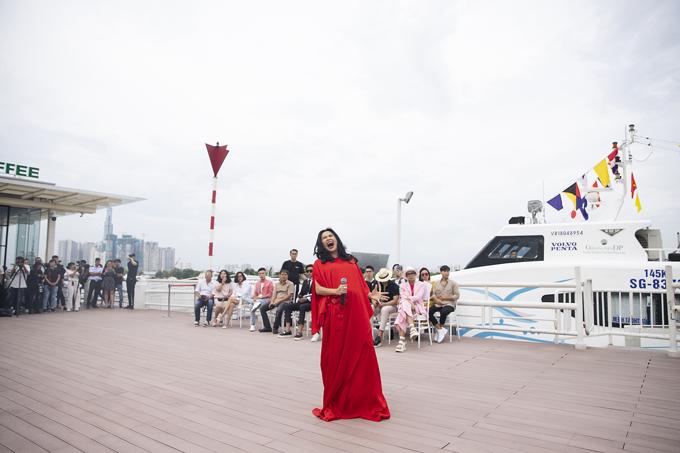 Thanh Lam hát sung trên bến Bạch Đằng - 1