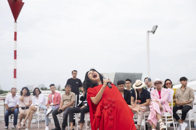 Thanh Lam hát sung trên bến Bạch Đằng - 2