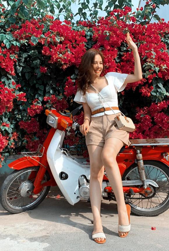 Ngoài công việc đóng phim, cô còn được biết đến với cái tên Phanh Lee và là một trong những fashionista nổi bật ở Hà Nội. Nữ diễn viên Ghét thì yêu thôi được nhiều người ưa thích bởi phong cách thời trang năng động, trẻ trung nhưng vẫn ngọt ngào, điệu đà.