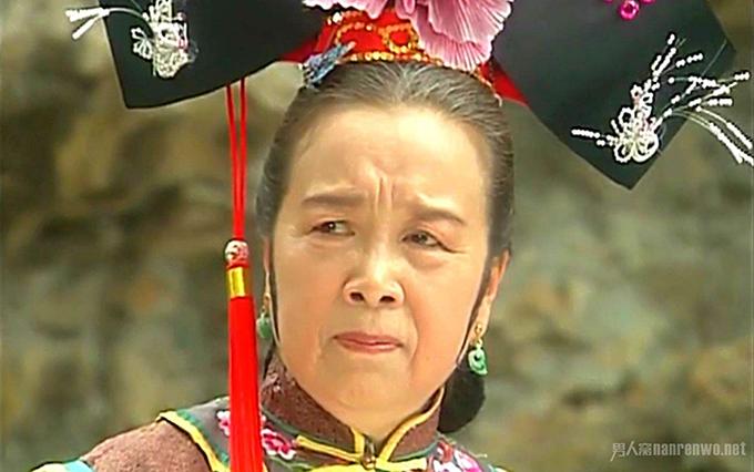 Vượt ngoài khuôn khổ phim Hoàn Châu cách cách, Dung ma ma trở thành một trong những nhân vật thâm độc nhất màn ảnh Trung Quốc. Vào vai xuất sắc, nghệ sĩ Lý Minh Khởi bị nhiều khán giả ghét cay ghét đắng. Sau khi phim chiếu xong, bà tham dự một hoạt động giao lưu nghệ thuật. Vừa nhìn thấy bà, các em nhỏ tại đây đã tỏ vẻ khó chịu, một em còn hét lớn