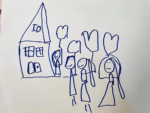 Bé Thỏ vẽ bức tranh về gia đình hạnh phúc có ba, mẹ, mình và em gái.