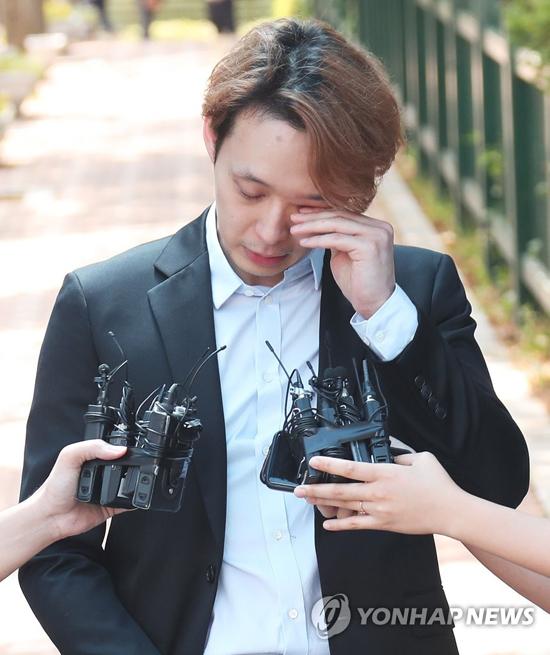 Trước vòng vây truyền thông, Park Yoo Chun nói anh hối hận vì việc đã làm và hứa sẽ cải tạo tốt. Ngoài việc bị quản thúc, Yoo Chun sẽ phải nộp khoản 1,182 USD tiền phạt.