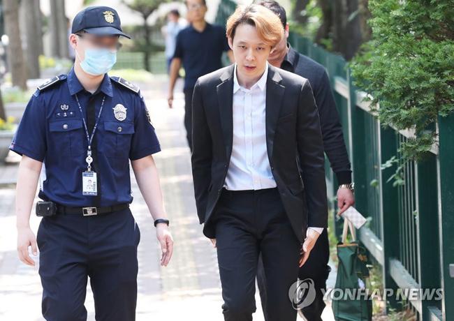 Park Yoo Chun khóc khi nhận án phạt - 4