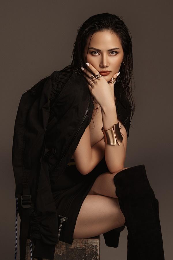 Khác với hình ảnh nhẹ nhàngthường thấy, Hoa hậu Diệu Linh thử nghiệm phong cách gợi cảm trong bộ ảnh vừa thực hiện.