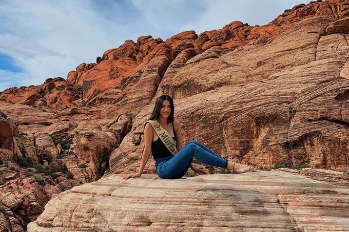 Lần đầu tiên đến Mỹ, Phương Khánh vô cùng hào hứng. Thời gian gần đây, người đẹp bận rộn đến nhiều quốc gia trên cương vị đương kim Miss Earth như: Singapore, đảo Réunion...