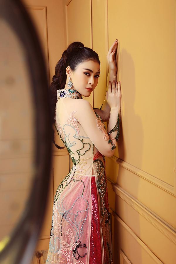 Ngoài làm mẫu, cô còn lấn sân lĩnh vực phim ảnh. Cô chuẩn bị tham gia dự án phim mới mang tên Ngày trở về.