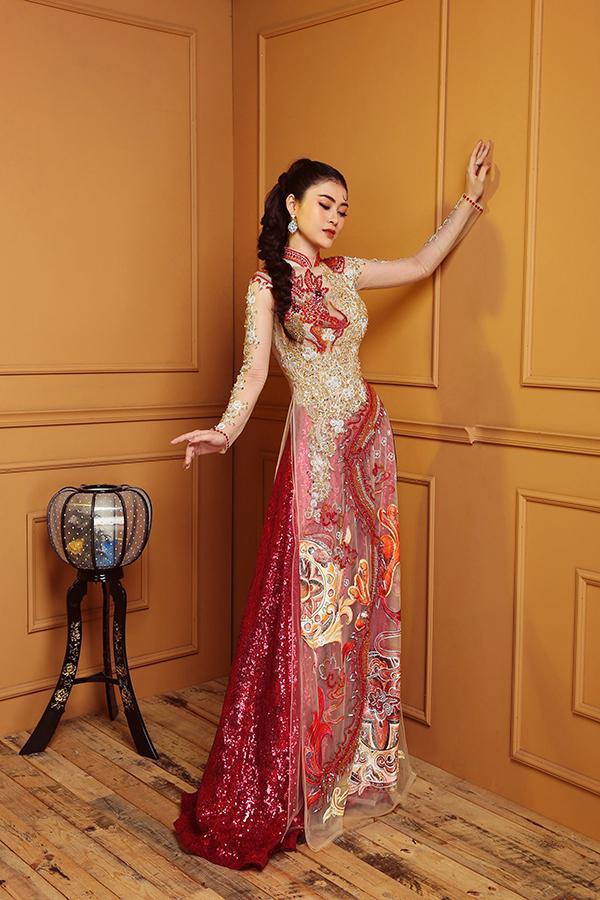 Cô yêu thích các mẫu áo dài của nhà thiết kế Tommy Nguyễn.