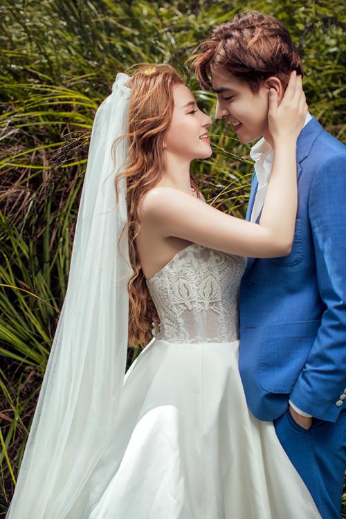 Sau màn cầu hôn lãng mạn vào tháng 6 thì cả hai đã quyết định tổ chức đám cưới.