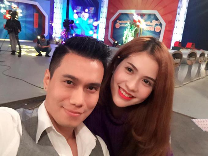 Năm 2015, Việt Anh và Hương Trần đăng ký kết hôn nhưng không tổ chức đám cưới rình rang. Cặp đôi đã sống thử 3 năm trước khi chính thức bước vào hôn nhân. Sau khi tái hôn, Việt Anh thường xuyên có vợ đồng hành mỗi khi tham dự các sự kiện.