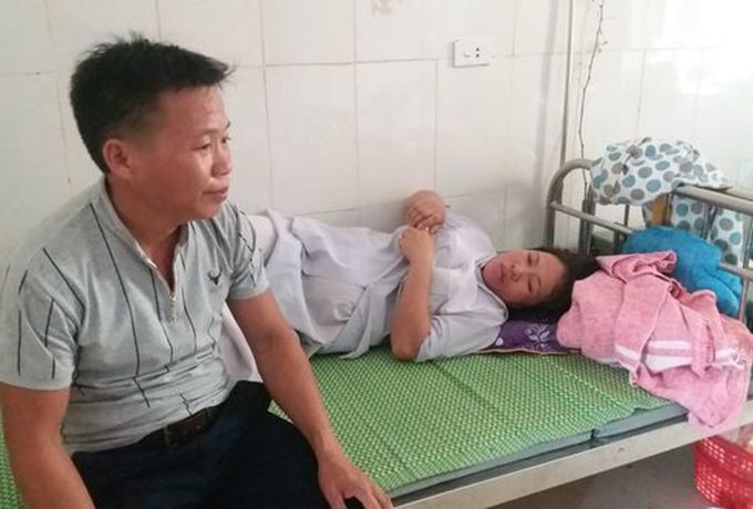 Sản phụ Tình đang điều trị tại bệnh viện. Ảnh: Hùng Lê