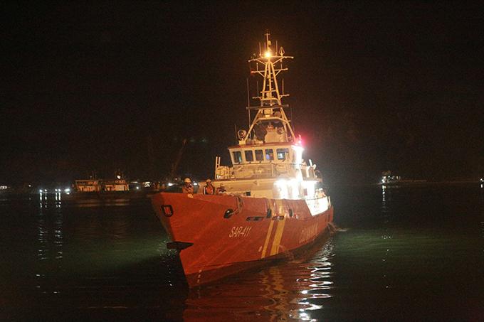 Tàu SAR 411 lúc cập cảng Cửa Lò. Ảnh: Anh Thư.