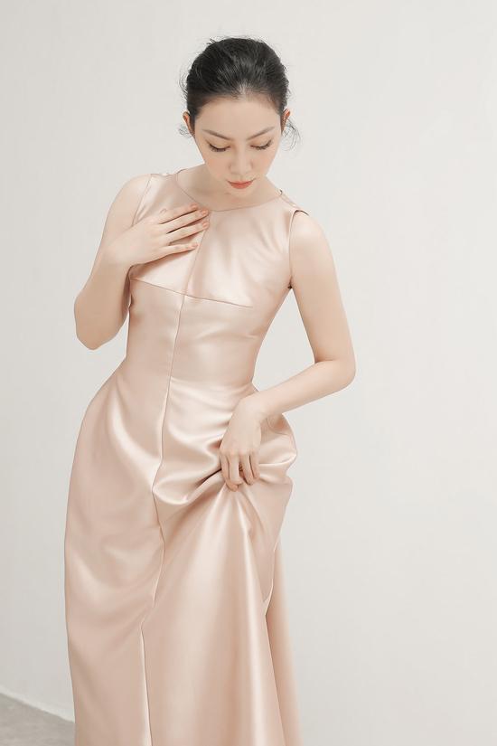 Góp mặt trong bộ ảnh mới của Phương My, Linh Ngaphô diễn trọn vẹn vẻ đẹp Á đông qua các trong phục dạ tiệc được chăm chút kỹ lưỡng về phom dáng.