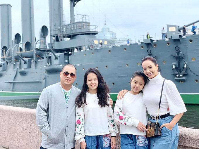 Gia đình Thúy Hạnh Minh Khang tận hưởng mùa hè ở Nga - 10