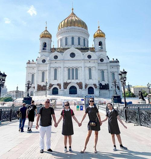 Gia đình Thúy Hạnh Minh Khang tận hưởng mùa hè ở Nga - 14