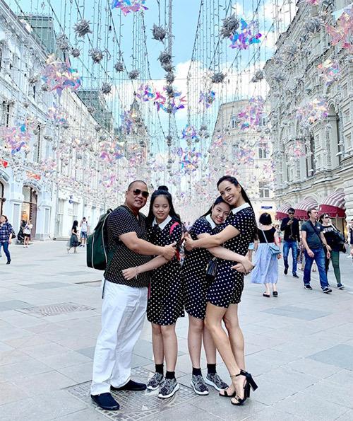 Gia đình Thúy Hạnh Minh Khang tận hưởng mùa hè ở Nga - 15
