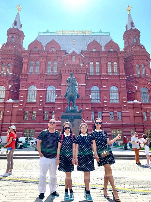 Gia đình Thúy Hạnh Minh Khang tận hưởng mùa hè ở Nga - 17