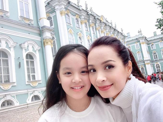 Gia đình Thúy Hạnh Minh Khang tận hưởng mùa hè ở Nga