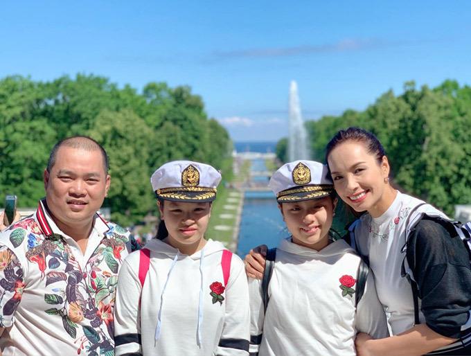 Gia đình Thúy Hạnh Minh Khang tận hưởng mùa hè ở Nga - 19