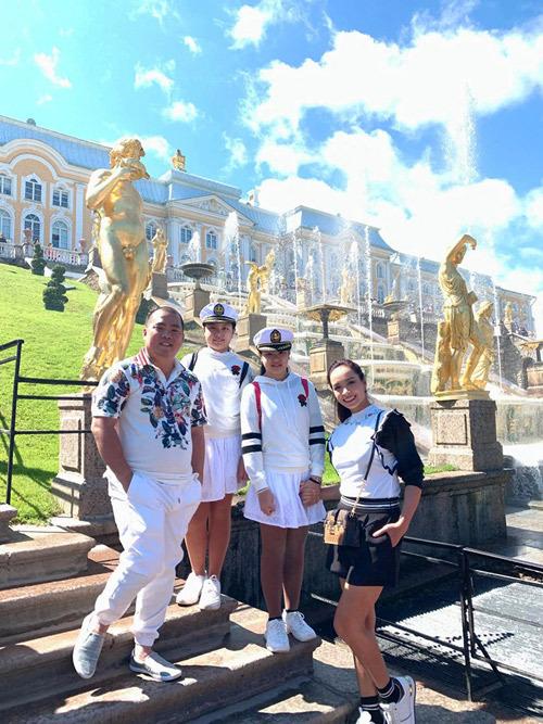 Gia đình Thúy Hạnh Minh Khang tận hưởng mùa hè ở Nga - 5