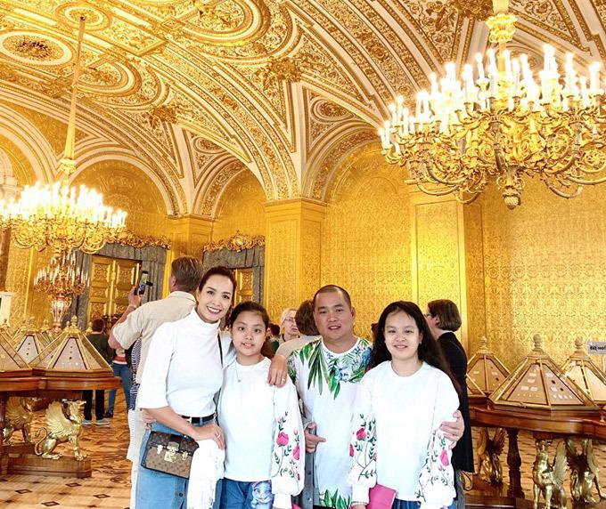 Gia đình Thúy Hạnh Minh Khang tận hưởng mùa hè ở Nga - 7