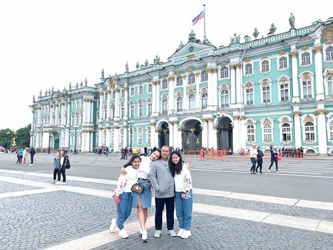 Gia đình Thúy Hạnh Minh Khang tận hưởng mùa hè ở Nga - 8