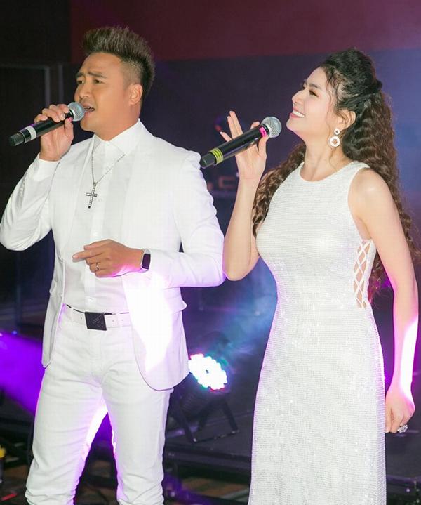 Thanh Duy và Kha Ly hòa giọng song ca trên sân khấu Australia. Ngoài đóng phim, đôi vợ chồng còn có khả năng ca hát. Họ được nhiều khán giả yêu thích khi thể hiện các ca khúc bolero.
