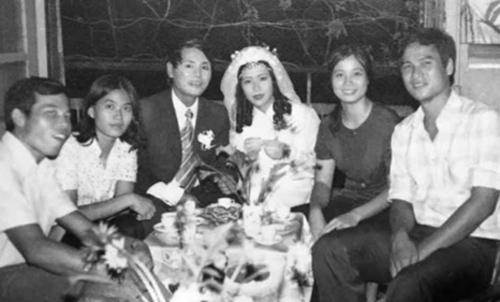 Đám cưới của ông Trúc và bà Hoa vào mùa thu năm 1979.