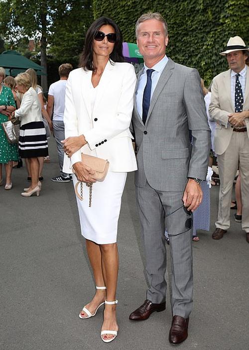 Cựu tay đua F1, David Coulthard và vợ tại Wimbledon.