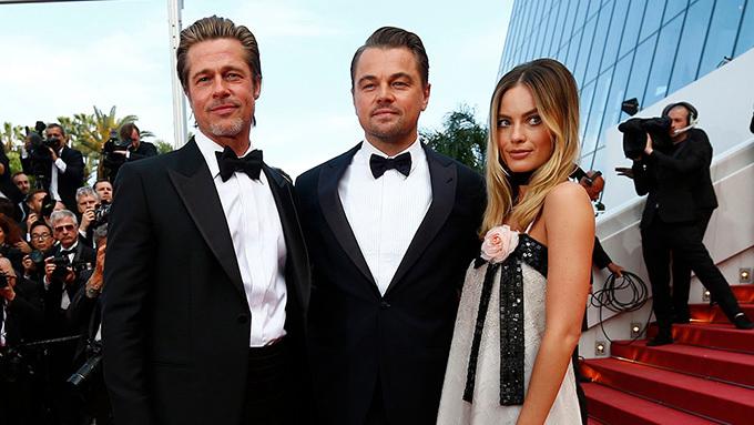 Brad Pitt cùng Leonardo DiCaprio và Margot Robbie trên thảm đỏ Cannes.