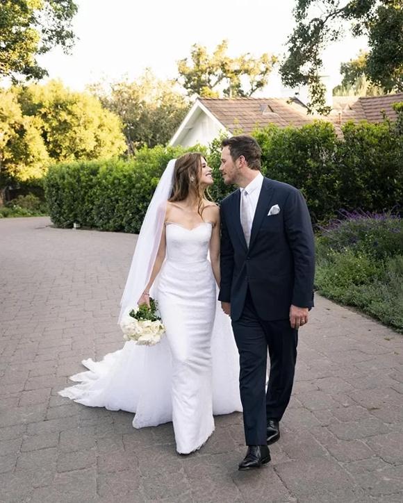 Lễ cưới của cặp đôi được tổ chức tại một biệt thự ở California hôm 8/6. Đây là lần lên xe hoa đầu tiên của Katherine nhưng là cuộc hôn nhân thứ hai của Chris Pratt. Tài tử đã ly hôn nữ diễn viên Anna Faris năm 2016 và có một cậu con trai chung.