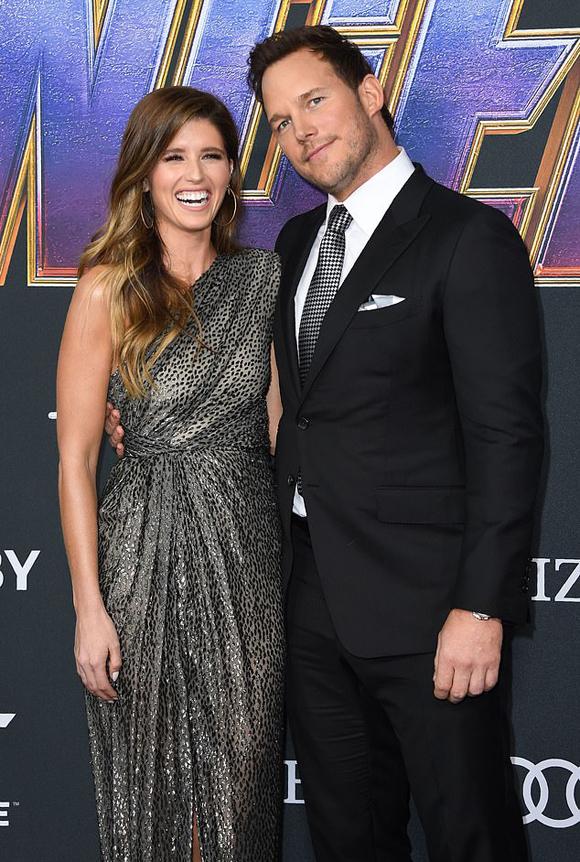 Chris và Katherine rạng rỡ tại lễ ra mắt phim Avengers hồi tháng 5.