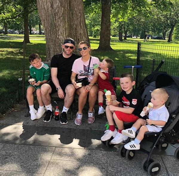 Gia đình Rooney trong một lần dạo phố ăn kem ở Washington cuối tháng 6.