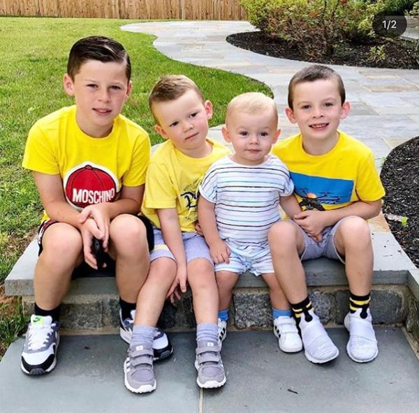 Rooney đăng ảnh 4 con trai sau khi các nhóc chuẩn bị nghỉ hè. Ảnh: Instagram.
