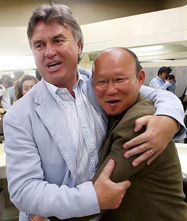 HLV Guus Hiddink và Park Hang-seo từng có thời gian làm việc cùng nhau ở tuyển Hàn Quốc tại World Cup 2002.