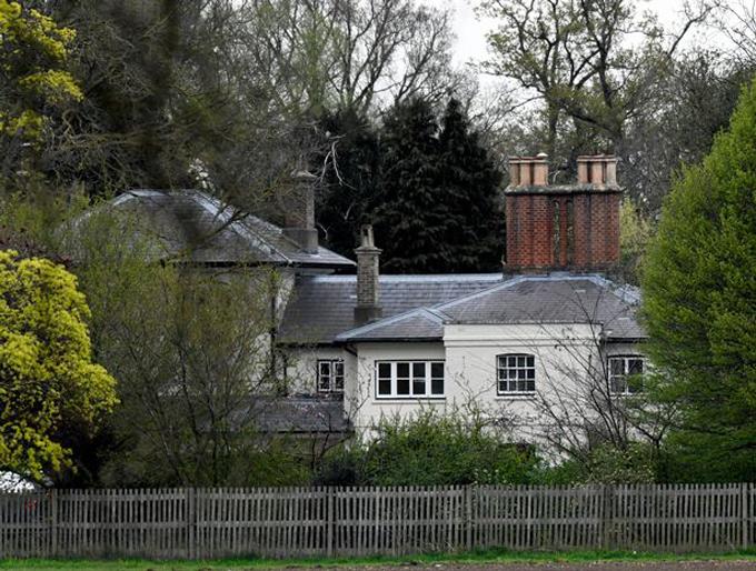 Dinh thự Frogmore Cottage - nhà mới của vợ chồng Meghan và Harry - nằm ở khu bất động sản Windsor của Nữ hoàng. Ảnh: Mirror.