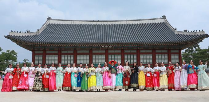 Cuộc thi Queen of Beauty World 2019 có 38 thí sinh dự thi. Đêm chung kết diễn ra tối 4/7 tại thành phố Bucheon, Hàn Quốc.