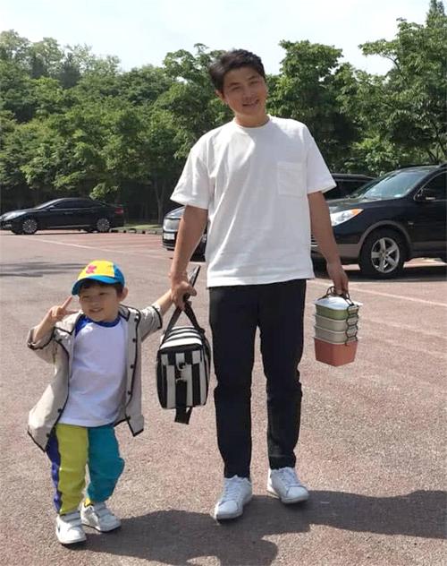 Anh trai Song Joong Ki.