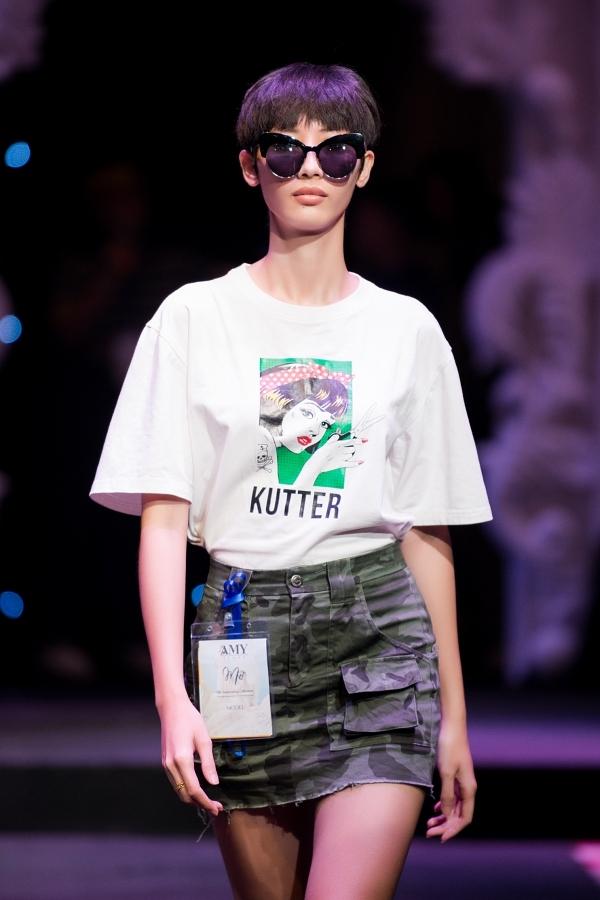 Người mẫu Hằng Nguyễn cá tính với mái tóc ngắn.