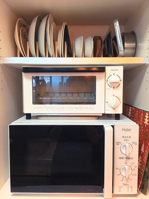Tất cả đồ dùng trong bếp đều được Thanh Trúc sắp xếp vào các ngăn tủ, ngăn kéo hoặc trên giá, kệ.