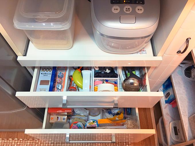 Món đồ nào sử dụng thường xuyên sẽ được để ở trên, phía ngoài và đồ ít dùng cho xuống dưới.
