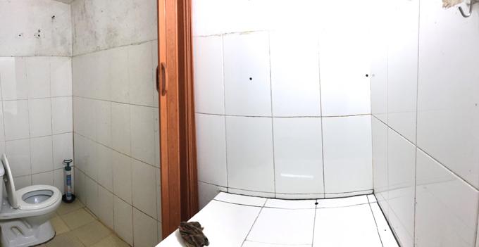 Phòng bếp, khu vệ sinhtrước khi cải tạo.
