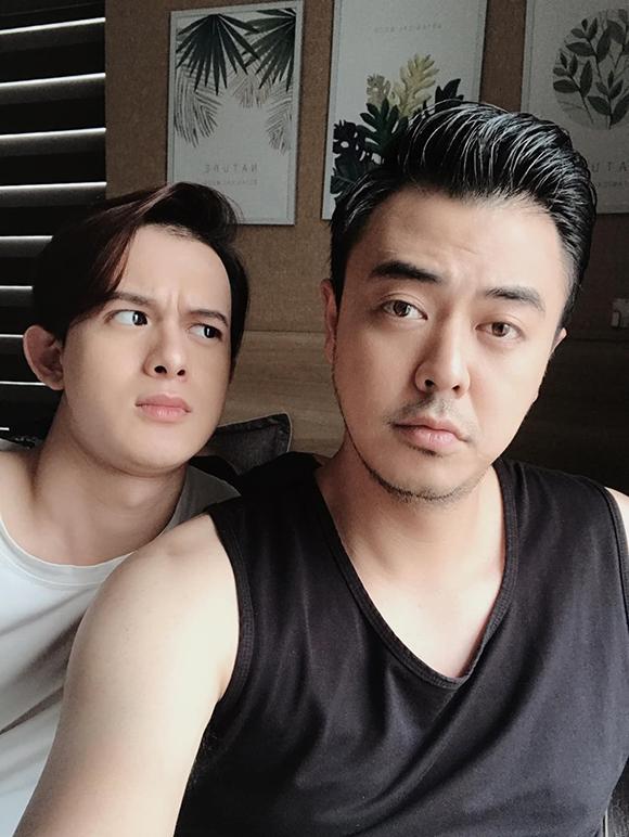 Quang Anh và Tuấn Tú tại hậu trường Về nhà đi con.