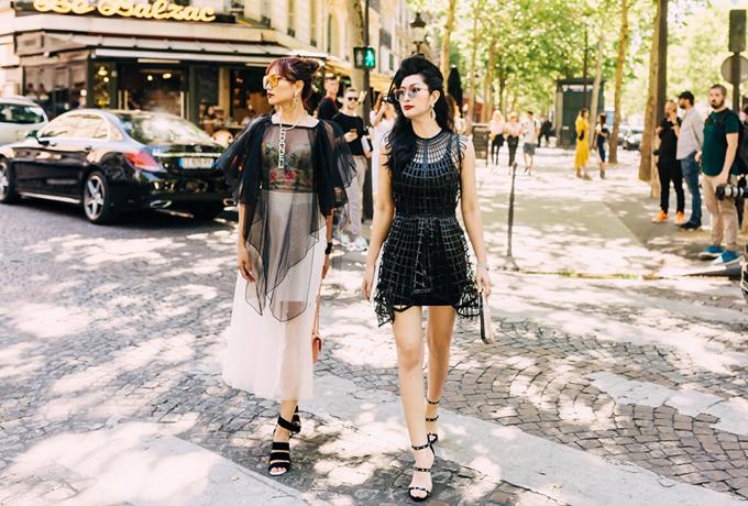 Giọng ca Ngô đồng gợi cảm với váy ngắn gam đen của một thương hiệu nổi tiếng còn stylist Nguyễn Thu Phương chọn trang phục xuyên thấu.