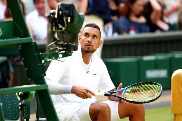 Bad boy làng quần vợt gây hấn với trọng tài