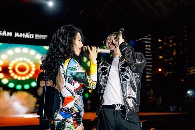Hằng Bingbong và Trung Quân trình diễn ca khúc Rời. Nữ ca sĩ còn gửi đến khán giả hit Thu cuối.