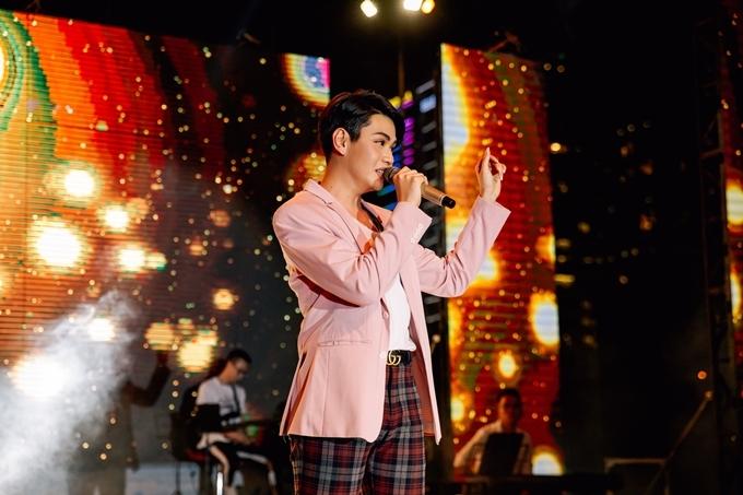 Đào Bá Lộc là người bạn thân thiết của Trung Quân. Anh trình bày hai bài hát Thanh xuân và Thật lòng. Trung Quân hy vọng sắp tới sẽ có dịp được hát ca khúc do Đào Bá Lộc sáng tác.
