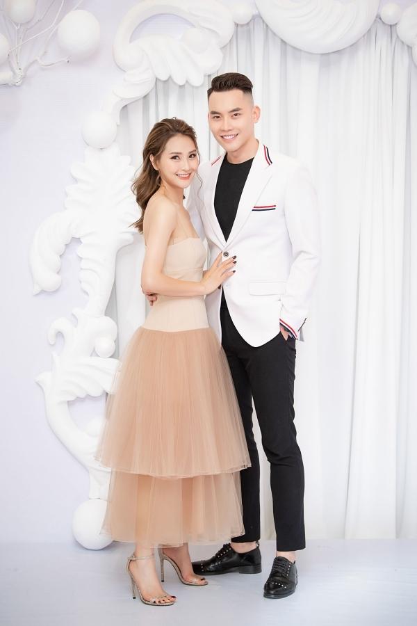 MC Huyền Trang tình tứ bên người mẫu Mạnh Khang.