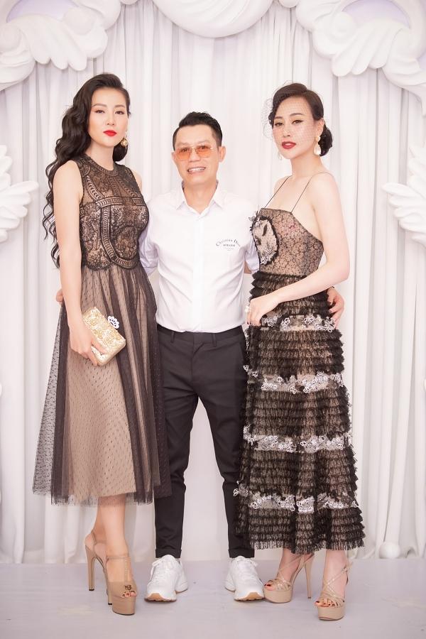 Thanh Hương (trái) và Phương Oanh chúc mừng nhà thiết kế Nguyễn Quảng (giữa) kỷ niệm 5 năm làm nghề.