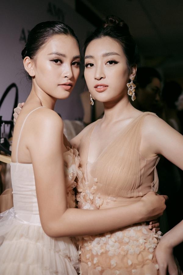 Hai người đẹp có mối quan hệ thân thiết, thường đồng hành trong công việc. Hiện họ cùng đảm nhận vai trò đại sứ cuộc thi Hoa hậu Thế giới Việt Nam 2019.